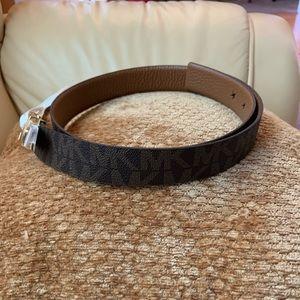 NWT Michael Kors Reversible Twist Signature Belt L